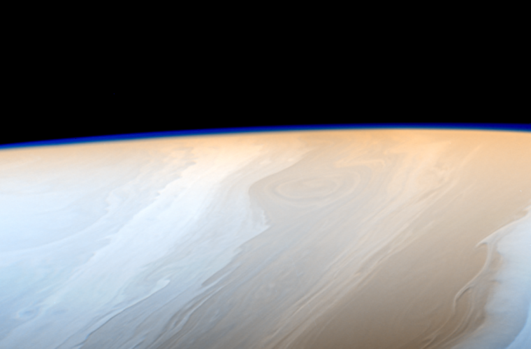 Cassini reveals 3-dimensionality in the clouds of Saturn for the first time