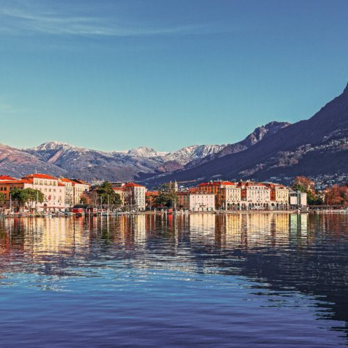 Do Swiss roofs have the potential to produce over 80% of the country's electricity?