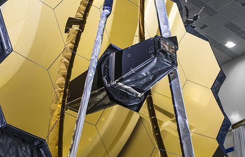NASA successfully deploys the James Webb Telescope's HUGE mirror