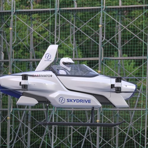 'Flying car' gets off the ground