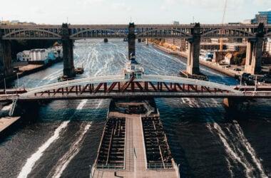 engineering careers  River Tyne swing bridge won't swing