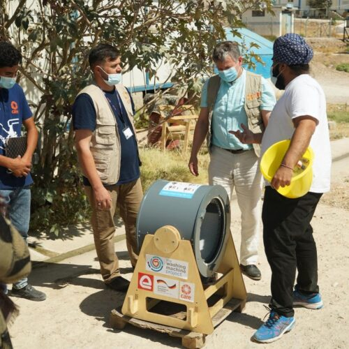 Hand-cranked washing machines given to refugees